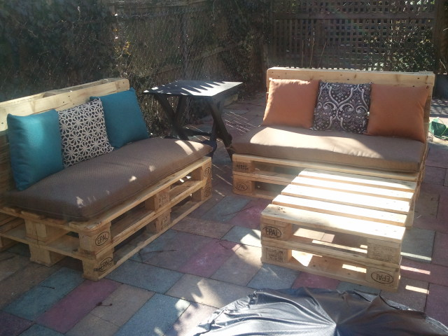 DIY Outdoor Pallet Furniture – Reid Pikul