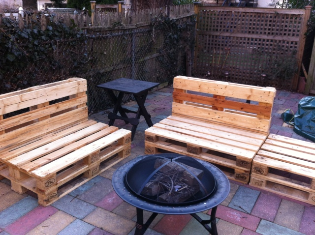 DIY Outdoor Pallet Furniture | Reid Pikul